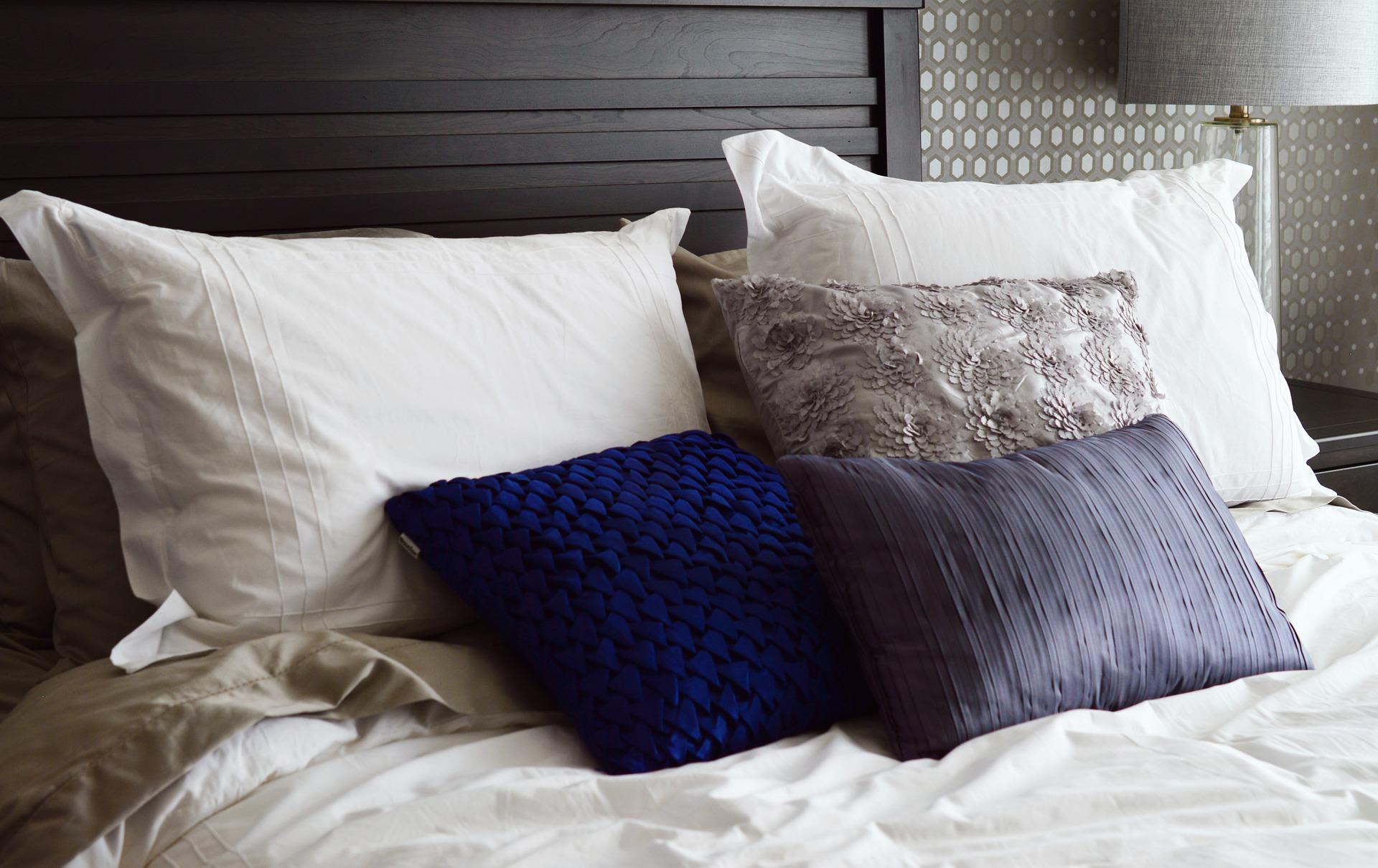 מיטה וכריות